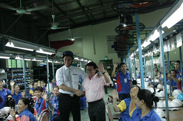 [xkldquocte] Xuẩt khẩu lao động Đài Loan - Tuyển 10 công nhân sản xuất kính mũ bảo hiểm, mũ bảo hiểm xe máy - Đài Loan 2019